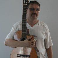 Петров Игорь Владимирович - преподаватель отделения гитары